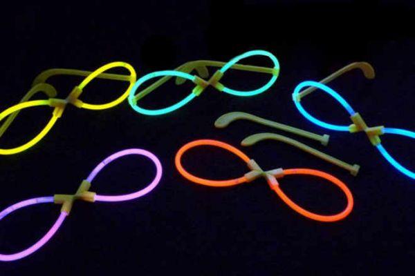 Knicklicht-Brille in X-Form mit Ersatz-Knicknichtern