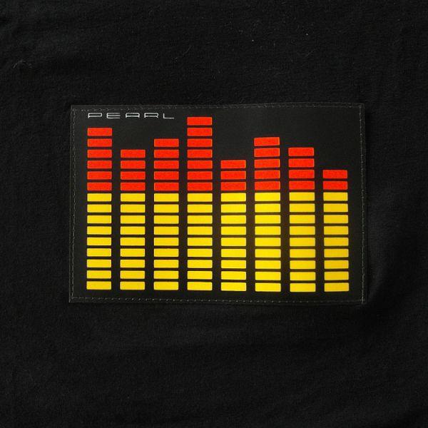 Das Equalizer-Label auf dem schwarzen T-Shirt